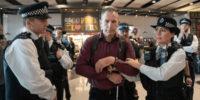 ヒースロー空港にて、ドローンを利用し抗議をしていた環境団体が逮捕