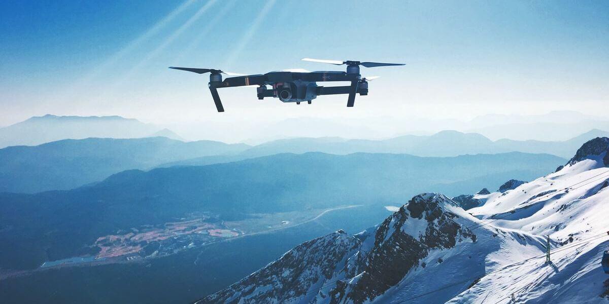 ドローン空撮を山でするには許可が必要?法律などの規制は適用される?