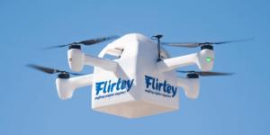ドローンが配達中の荷物を空中から降ろす特許を取得 – Flirtey