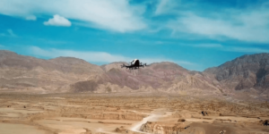 世界初!民間航空局の認可を得てドローン貨物輸送の試験開始 – EHang社