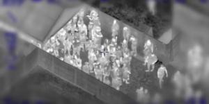 イギリスの警察がドローンのサーマルカメラで集まった人々を監視