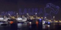BLACKPINK(ブラックピンク)4周年のLISAをドローンが祝う