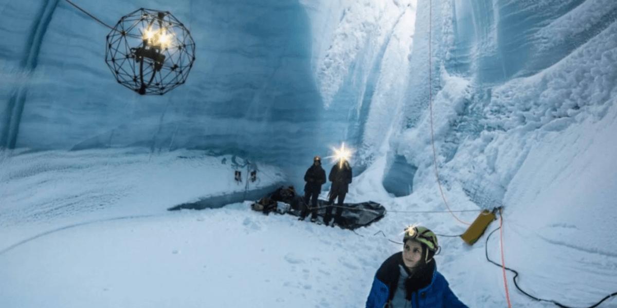 ケージ覆われたドローン「Elios」グリーンランドの氷の洞窟を調査- Flyability