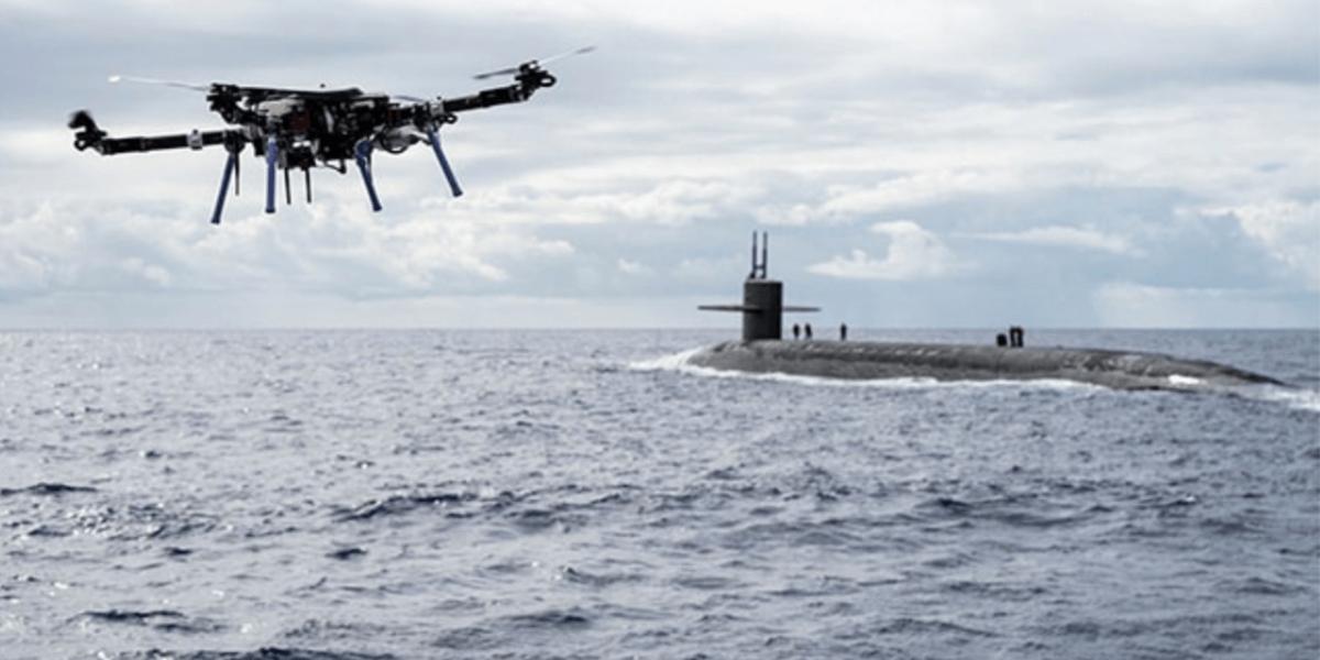 世界初!アメリカで船から潜水艦へのドローン配達が完了