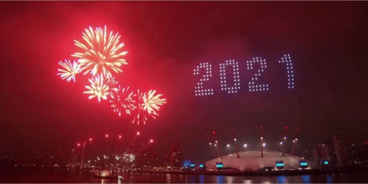 大晦日、ロンドンでは花火大会とドローンライトショーが同時開催
