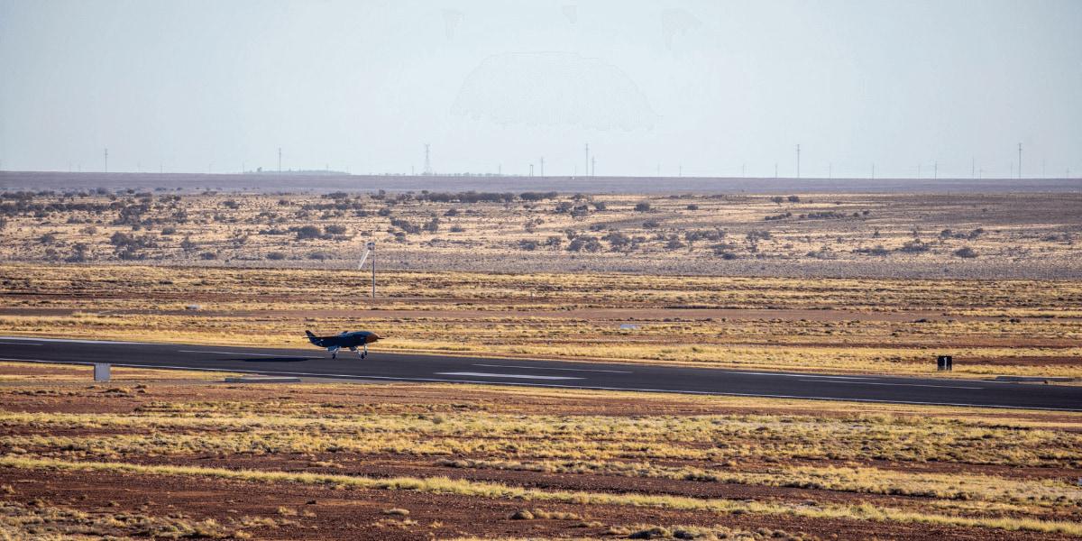 ボーイングの軍事用ドローン「Loyal Wingman」初フライト成功