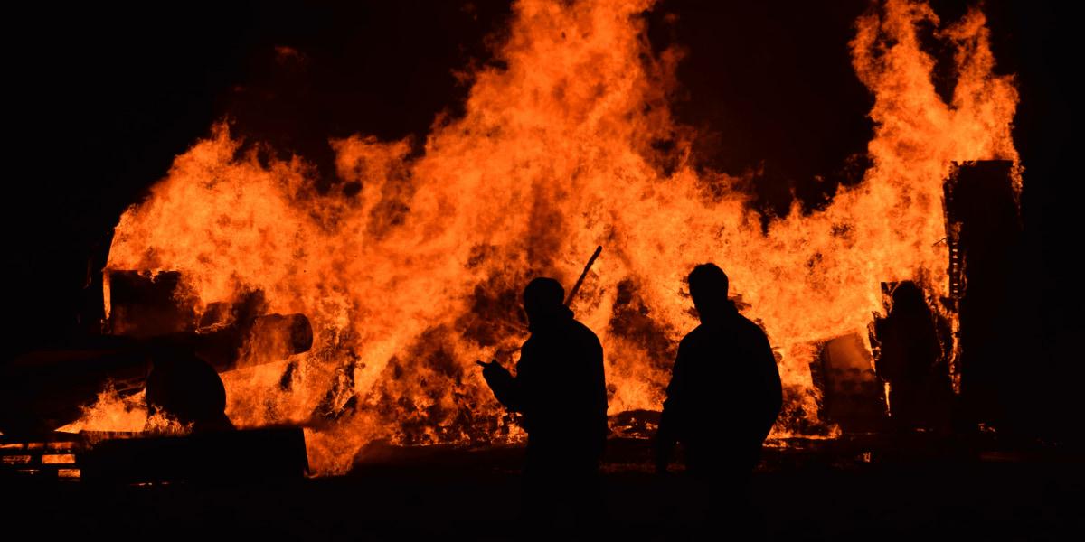 アメリカ連邦航空局、山火事地域でのドローンの飛行を禁止