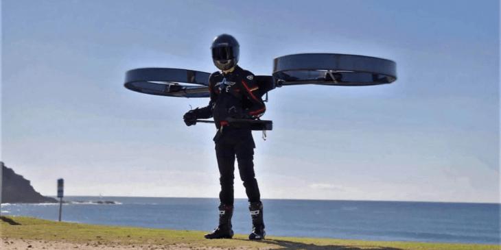 ドローンを背負って空を飛ぶ!?「CopterPack」のフライト様子公開