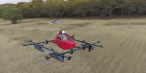 世界初!?空飛ぶレーシングカーが競走する映像公開