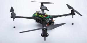 クアルコム、世界初の5GとAI技術の両方を備えたドローンプラットフォームを発表